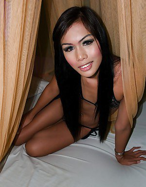 Horny Asian tranny Karn jerking off her ladyboy dick and giving bj
