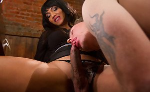 Beautiful dark skinned tranny Yasmin Lee dominating with her big dick