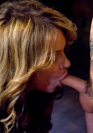 Blonde tranny in latex Kelly Shore dominating a guy with her machine
