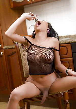 Beautiful Thai shemale Pearwa has a lovely set of transsexual tits