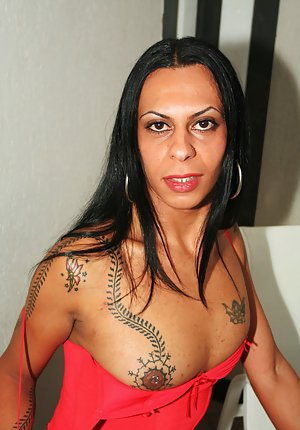 Tattooed Latina tranny Angelly getting her ass gaped in stockings