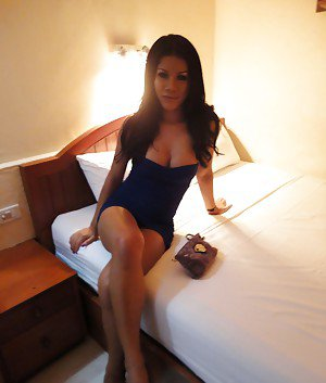 Sexy ladyboy gf Lizza strips in motel room and flashes big tits