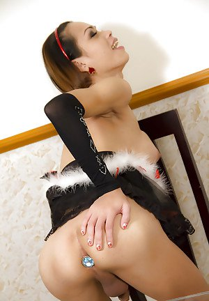Petite Thai ladyboy Wicky jerking off her shaved shedick and toying anus