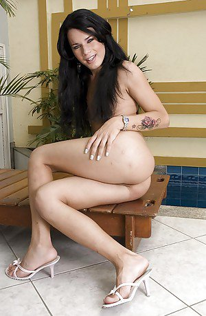 At the pool Latina shemale Fernandinha displays her tasty ass and dick