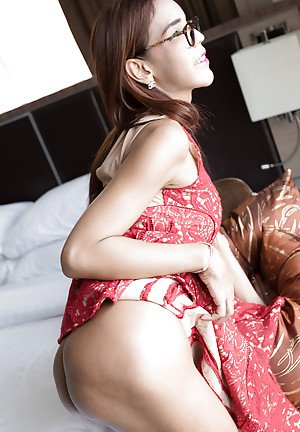 Nerdy Asian ladyboy Yumi toying asshole and spreading post-op pussy