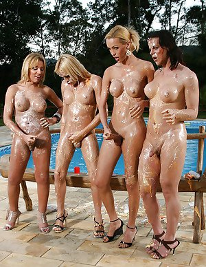 Oiled trans on trans outdoor groupsex with Aline Santos and Renata Davilla