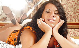 Solo ebony shemale Myrela Lux and her pleasing face let long dick loose