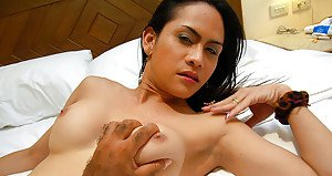 Kinky Asian tranny on male anal insertion and handjob with ladyboy Phone
