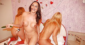 Mixed race tranny on tranny groupsex with Bia Bastos and trans girlfriends